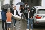 2011. David Krejčí se Stanley Cupem u domu svých rodičů ve Šternberku