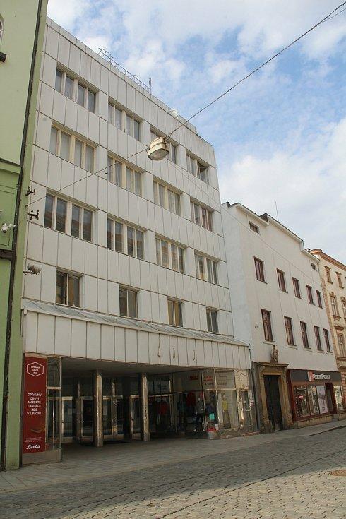 Prostory po prodejně Baťa v Riegrově ulici číslo 1 v centru Olomouce jsou zatím volné. Březen 2021