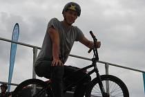 Salta a další triky ukázali jezdci na Freestyle Jamu Olomouc v sobotu odpoledne poblíž olomoucké Šantovky. Martin Barák.