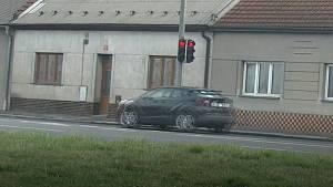 """Průjezdy """"na červenou"""" na křižovatce u olomouckého Hornbachu v Rolsberské ulici"""