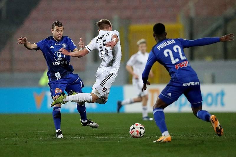 Fotbalisté Sigmy (v modrém) nastoupili v semifinále turnaje proti Trnavě.