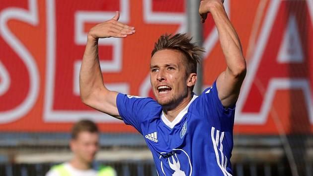 David Houska slaví gól do brněnské sítě