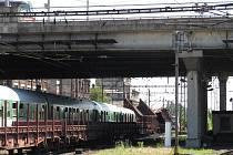 Na olomouckém nádraží se srazil nákladní a osobní vlak.