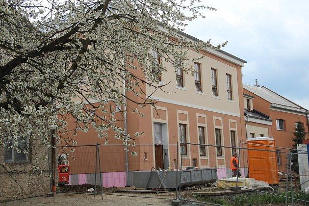 Opravená mateřská škola vÚstíně je chloubou obce.