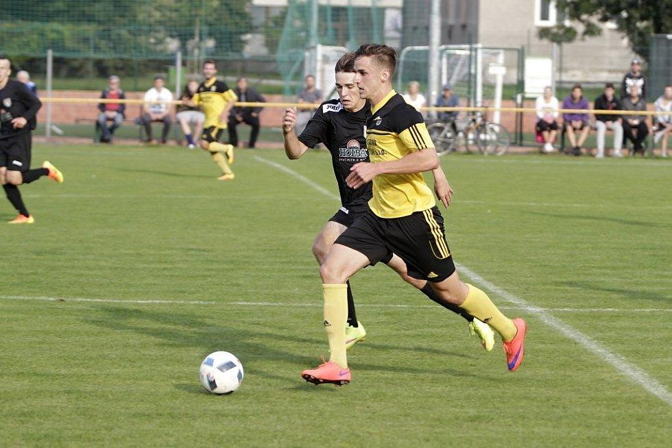 Fotbalisté Nových Sadů (ve žlutém) remizovali se Šumperkem 3:3.