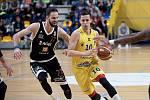 BK Olomoucko (ve žlutém) v olomoucké Čajkaréně proti Nymburku