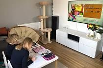 Děti doma nezahálí, učení je na denním pořádku.