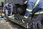 Z lokomotivy vytekla nafta