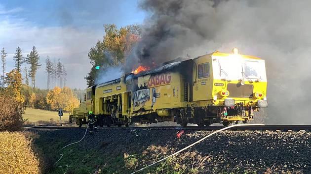 Podbíječka na trati mezi Domašovem nad Bystřicí a Moravským Berounem v plamenech, 15. 10. 2019