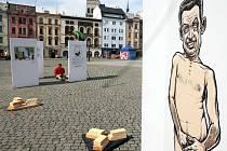 Výstava politických karikatur na olomouckém Horním náměstí