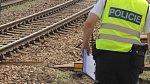 U Třeboně vjelo auto pod vlak