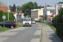 Obyvatelé Balcárkovy ulice si stěžují na nákladní dopravu, která jezdí pod okny jejich domů.