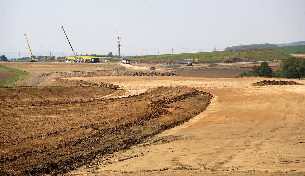 Květen 2017. Stavba mostů na dálnici D1 mezi Lipníkem a Přerovem