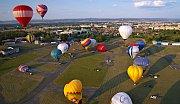 Hromadný start balonů na olomouckém letišti v Neředíně