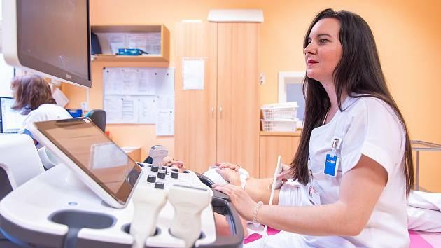 Oddělení mamární diagnostiky Fakultní nemocnice Olomouc poskytuje i během koronavirové pandemie standardní péči a je připraveno vyšetřit pacientky s akutními problémy i v rámci preventivní péče.