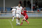 Fotbalisté Uničova porazili 1. HFK Olomouc (v bílém) 3:1. Luboš Horka (v bílém)