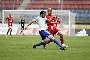 Olomoučtí fotbalisté (v červeném) porazili v přípravě druholigový Šamorín 3:0Antonio Romero (v červeném)