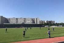 Fotbalisté Uničova (v modrém) porazili Znojmo 4:1.