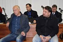 Obžalovaní (zleva) Libor Vanderka a Alexander Jordán během projednávání u Vrchního soudu v Olomouci.