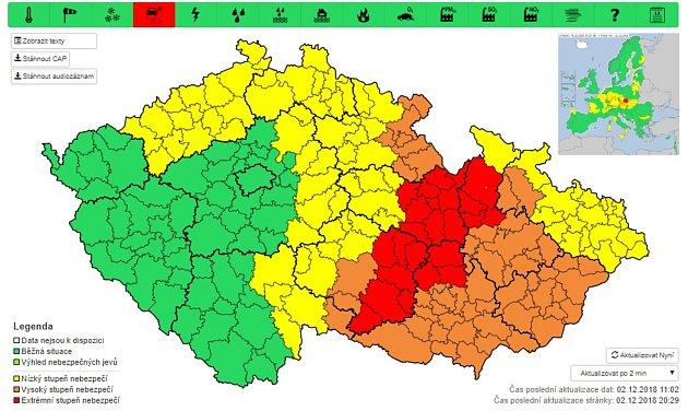 Varování před ledovkou platí od nedělní 18.hodiny do pondělního poledne.Vysoký stupeň nebezpečí platí vivněkolika oblastech Olomouckého kraje.Zdroj: Český hydrometeorologický ústav