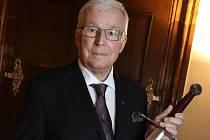 Olomoucký chirurg Vladimír Král byl pasován na Rytíře českého lékařského stavu