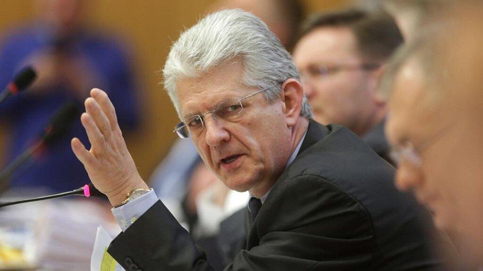 Oto Košta. Zasedání zastupitelstva Olomouckého kraje, které má na programu odvolání hejtmana