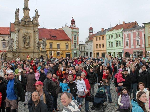 V Uničově k výročí 800. založení města uspořádali v sobotu na náměstí společné fotografování.
