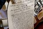 Nález historických listin ve střeše olomoucké radnice