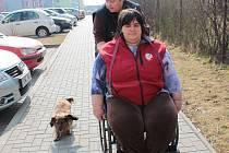 Vozíčkářku a paralympijskou atletku Evu Kacanu z Olomouce doprovází její přítelkyně a současně matka čtyřiadvacetileté dcery s těžkým kombinovaným postižením