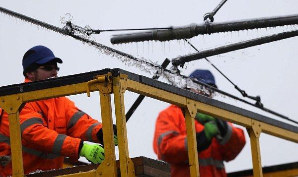 Boj sledem vOlomouci - středa 3.12.2014 - DPMO pracuje na zprovoznění tramvajové trati
