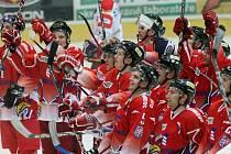 Olomoučtí hokejisté se zdraví s fanoušky