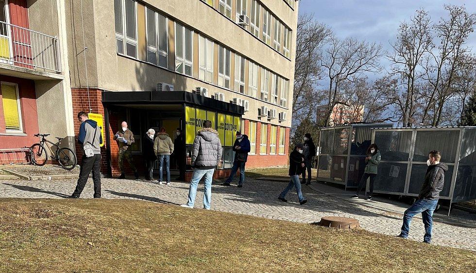 Odběrové místo na covidové testy ve Fakultní nemocnici Olomouc, 13. března 2021