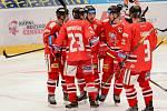 Hokejisté Mory se radují z gólu v domácím zápase proti Spartě.