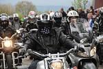 Na olomouckém letišti si v sobotu před polednem dali sraz motorkáři, aby zahájili sezonu společnou vyjížďkou po okolí.