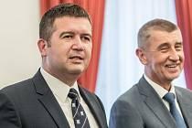 Zleva Jan Hamáček (ČSSD) a Andrej Babiš (ANO)