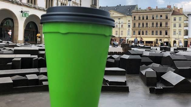 Zálohovaný a vratný olomoucký kelímek na kávu