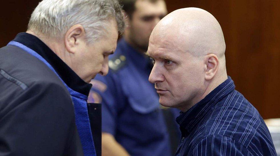 Hlavním míchačům metanolové směsi Rudolfu Fianovi (vpravo) a Tomáši Křepelovi Vrchní soud v Olomouci v roce 2015 potvrdil doživotní tresty