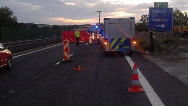 Tragická srážka audi s chodcem na dálnici mezi Prostějovem a Olomoucí