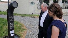 Poeziomat aneb automat na básničky u katedrály sv. Václava v Olomouci