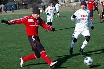 Fotbalisté 1. HFK Olomouc (v bílém) porazili v přípravě Třinec 2:1