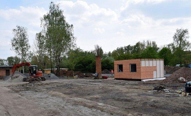 Stavba kempu vOlomouci-Hejčíně. Duben 2015