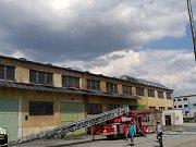 Rozsáhlý požár střešní krytiny v ulici U panelárny v Olomouci