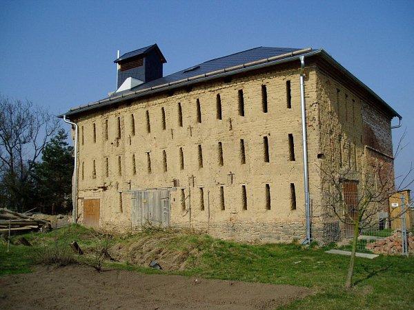 Sušárna chmele vOdrlicích je významnou technickou památkou, která nemá obdobu nejen vregionu Hané, ale na celé Moravě. Jedná se ostavbu zkonce 19.století a je příkladem postupného vývoje zpracování chmele.