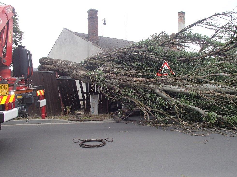 Řádění čtvrtečního silného větru na Olomoucku