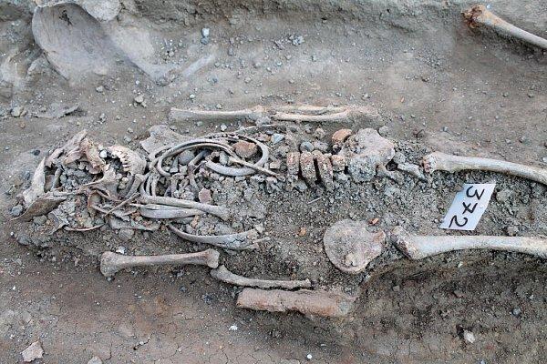 Průzkum archeologů na Dolním náměstí vOlomouci - objev lidských koster