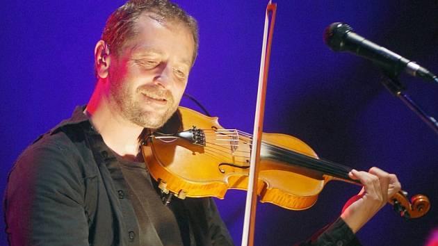 Na festival Zahrada zavítají letos také členové Čechomoru - lídr kapely Karel Holas (na snímku) s kytaristou Františkem Černým.