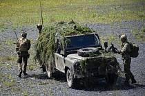 Dělostřelecký průzkum při cestě na pozorovací stanoviště.