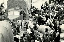 Reprodukce z výstavy Odsun-vyhnání-transfer přístupné ve Státním okresním archivu Olomouc zachycuje vysídlení obyvatel německé národnosti z obce Paseka v roce 1946