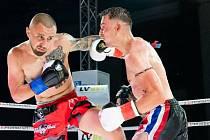 Olomoucký bojovník Štěpán Guba (červené trenýrky) z Muay Thai Olomouc
