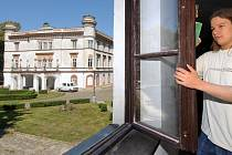 Pohled na zámek v Chudobíně.